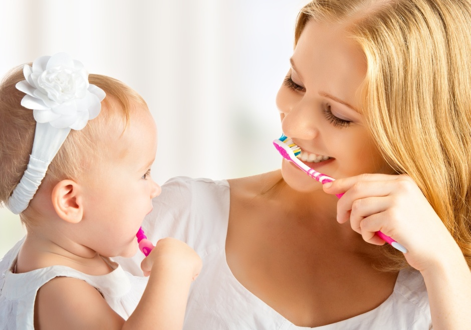 https://expertbeacon.com/sites/default/files/how_to_teach_your_child_the_right_way_to_brush_their_teeth.jpg