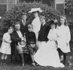 https://en.wikipedia.org/wiki/Quentin_Roosevelt#/media/File:Theodore_Roosevelt_and_family,_1903.jpg